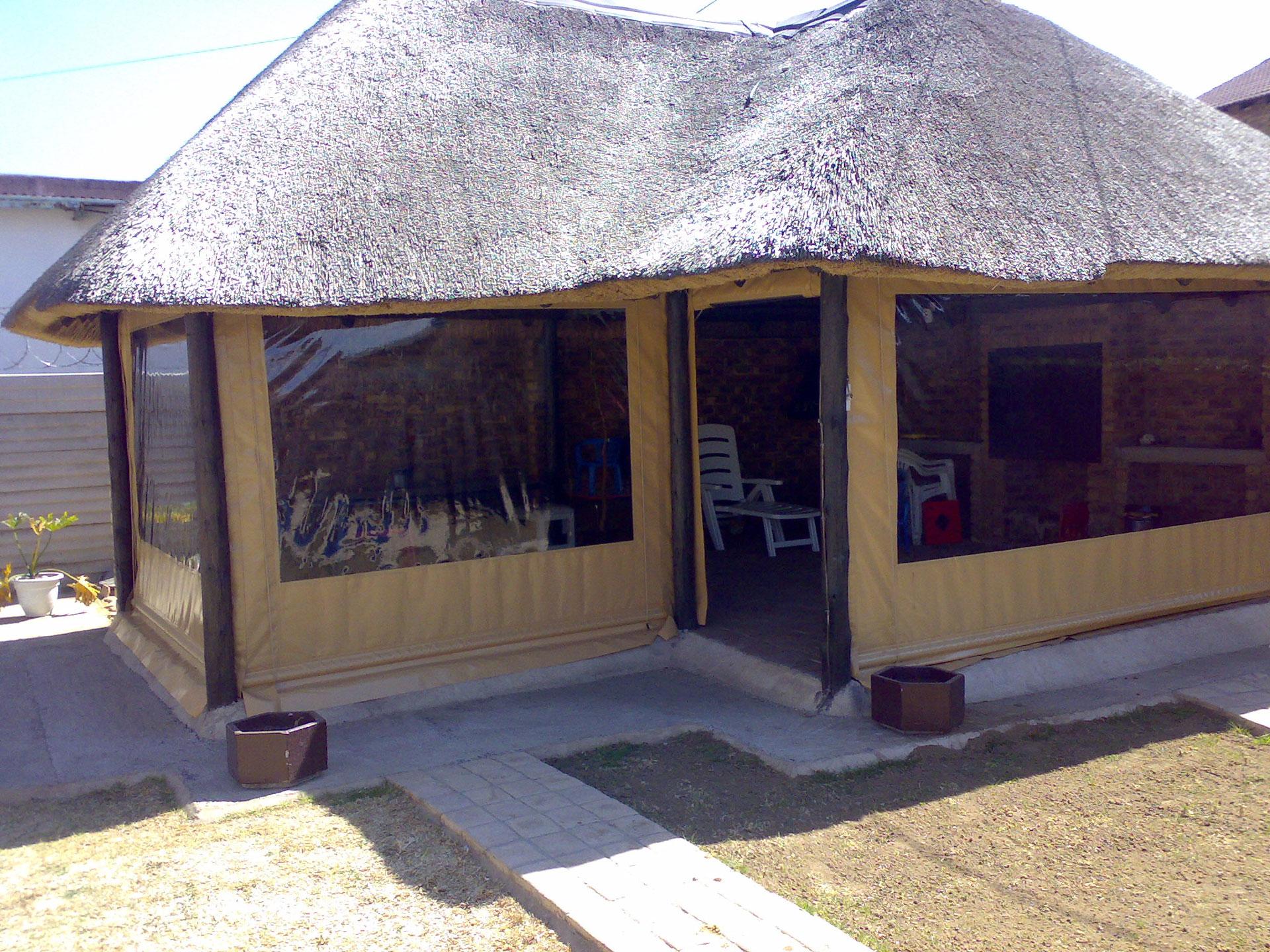 Lapa Enclosures Matrix Outdoor Blinds